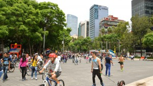 On Sundays, zumba and bikes in Reforma