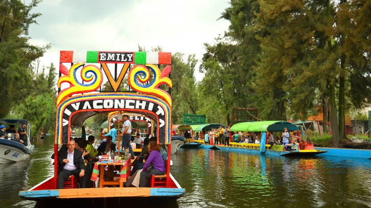 Festive Sunday in Xochimilco