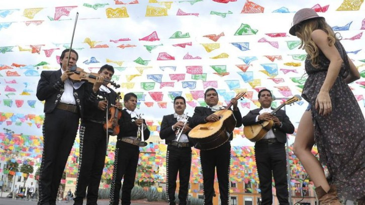 Mariachi: strings, trumpets and singing (Plaza Garibaldi)