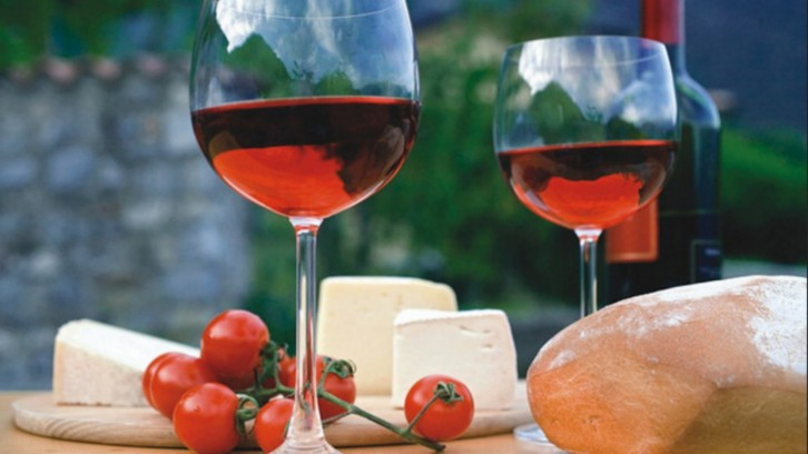 Cheese and Wine Route. The Day You Will Not Be Hungry or Thirsty