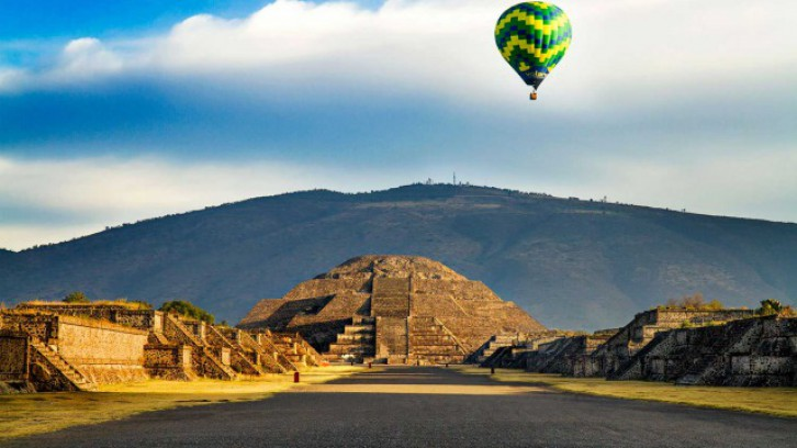 Hot Air Balloon with tour at the Pyramids of Teotihuacan (Mexico City)