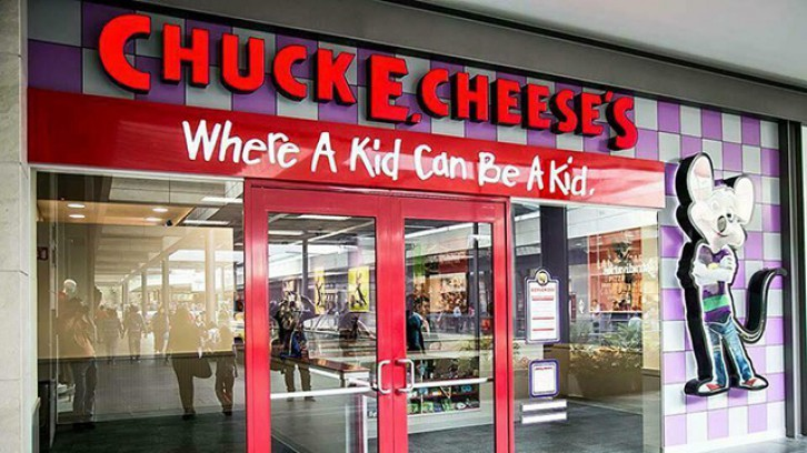 Chuck E. Cheese (Mayana Polanco)